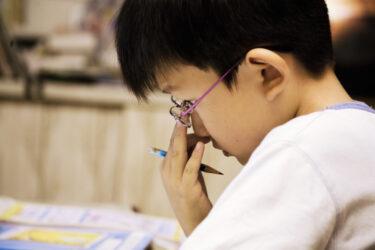 ひとり親世帯の子どもにメガネを無償支援する「OWNDAYS」|子どもの貧困問題を考える