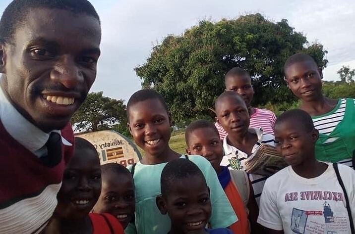 ウガンダの小学校に図書館を設立したい